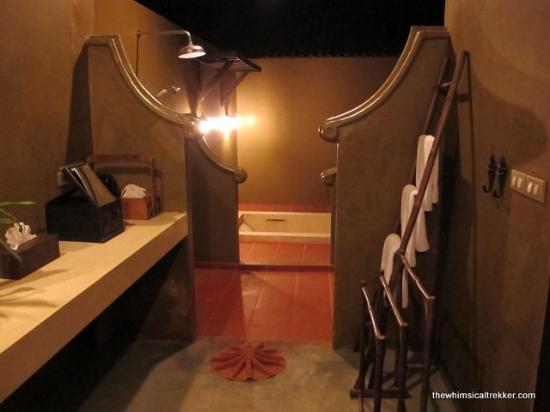 Saree Samui: Open toilet and bath