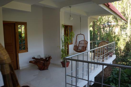 Tranquilou Home Stay: Terrasse des chambres