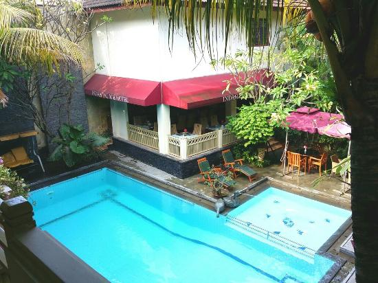 Hotel Indah Palace: Restaurant and pool