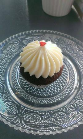 Cuppin's: Black Velvet cupcake
