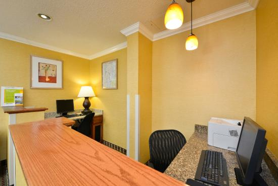 Quality Inn Colchester: COMPLIMENTARY BUSINESS CENTER