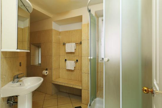 Villa Varos: Bathroom (Double room)