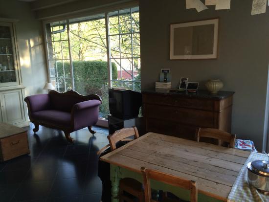 Entre Deux Rives B&B: Table salle à manger