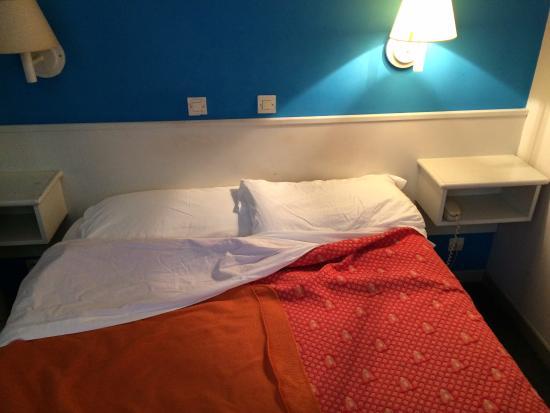 Hotel Le Versailles: Letto