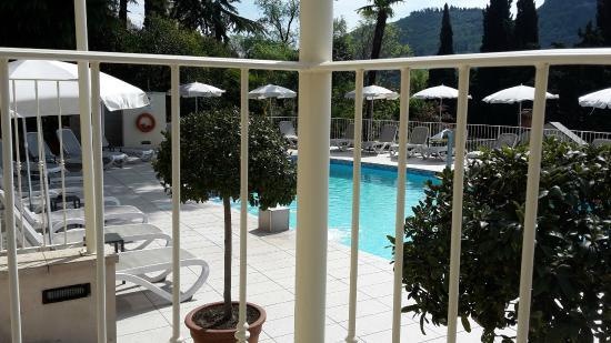vista piscina dai tavolini del bar - Picture of Hotel Excelsior le ...