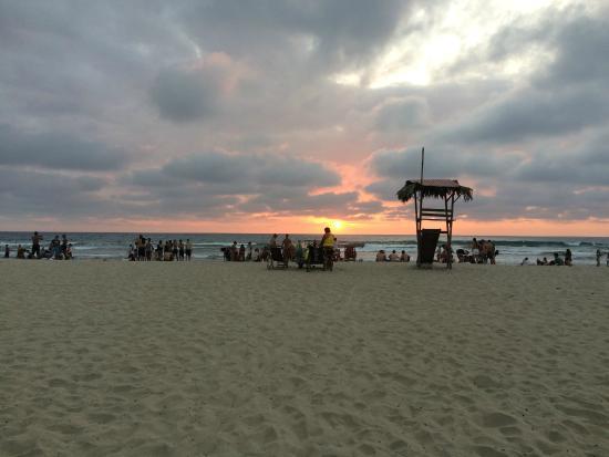 Kon - Tiki Hostal: La playa que esta a una cuadra y media del hostel.