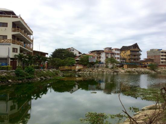 Kon - Tiki Hostal: Vista del hostel desde enfrente.