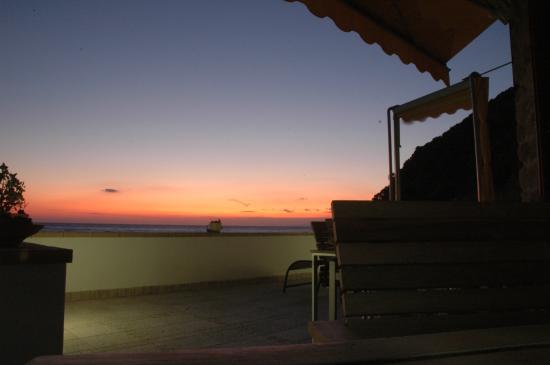 Mariblu B&B : Il tramonto dalla terrazza del social food