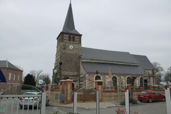 Saint Christophe : Церковь рядом с отелем, в 7 утра звонят колокола