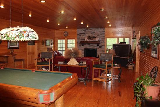 Harpole's Heartland Lodge, Inc: Game room in Lodge 1
