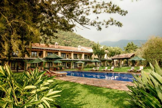 Finca Filadelfia Coffee Resort & Tours: Heated swimming pool!