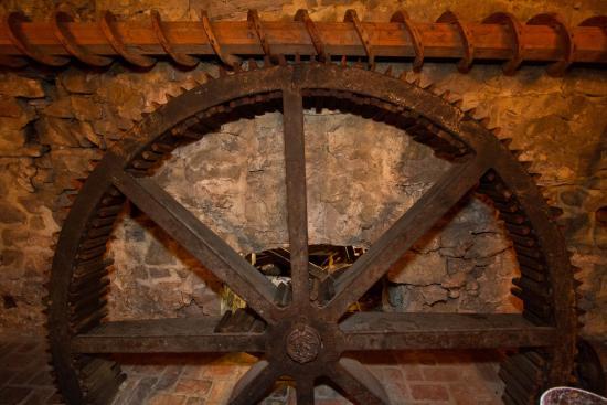 Inn at Millrace Pond: Wheel in The Tavern
