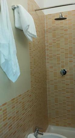 Hotel Rodia : Bathroom