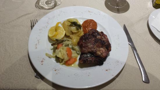 Hotel El Almendral: Churrasco