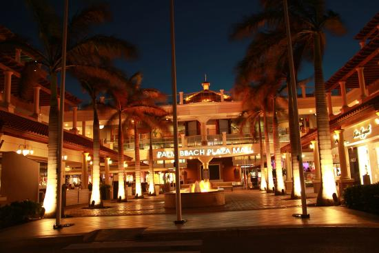 Palm - Eagle Beach, Aruba: Palm Beach Plaza Mall at Night, nice ambiance, movie excellent restaurants, entreatment for ever