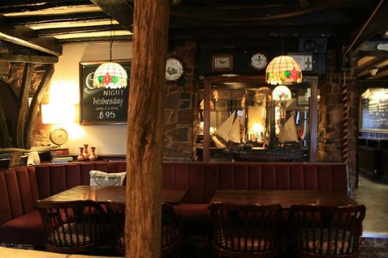 The Swan Inn Restaurant : Traditional Village Pub