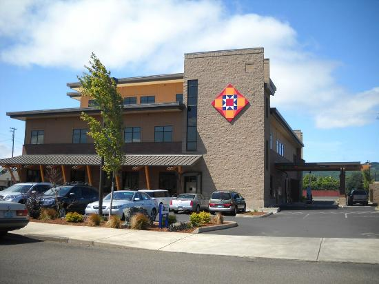 Tillamook, Oregón: 8x8 foot block on TLC Credit Union