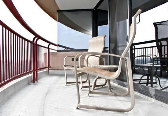Bethesda Marriott Suites: Executive Suite Balcony