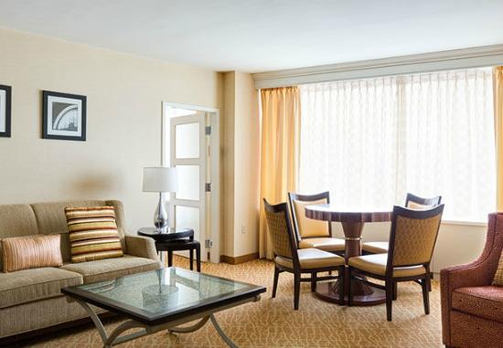 Crystal City Marriott At Reagan National Airport Our Dca Hotel Offers A One Bedroom