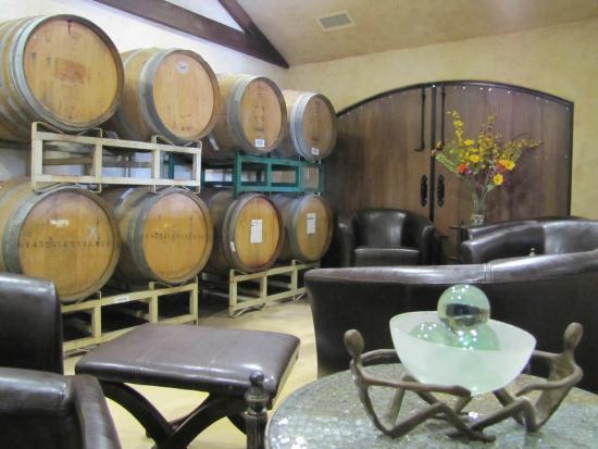 AronHill Vineyards: AronHill Barrel Room