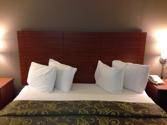Econo Lodge Cherokee: Bed