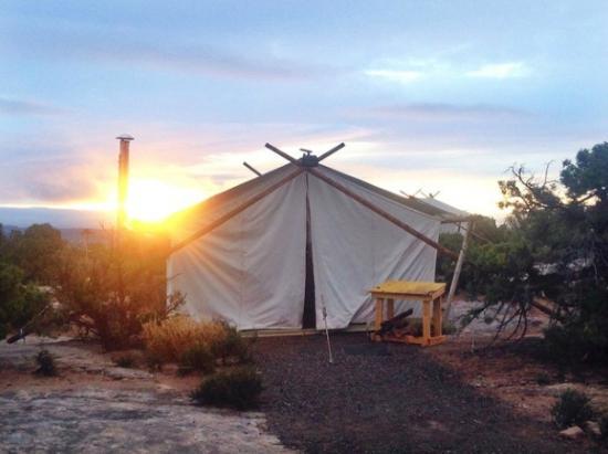 Under Canvas Moab safari tent at sunrise & safari tent at sunrise - Picture of Under Canvas Moab Moab ...