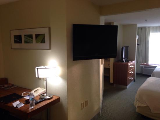 SpringHill Suites Providence West Warwick: The larger 2nd TV that can be seen from the sitting area or bed area.