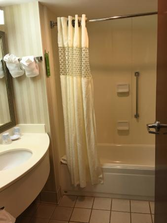 Hampton Inn Panama City Beach : Bathroom