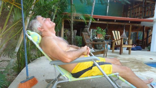 Nosara Playa Garza Hotel: Descansando en el área de piscinas