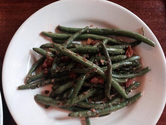 Westwood Tavern: Delicious green beans as a side order.