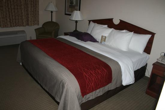 Comfort Inn: Bed with different softness levels of pillows.