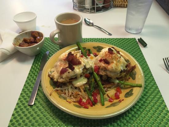 Doo-Dah Diner: Crab Cakes Benedict -- Mmmmmmm