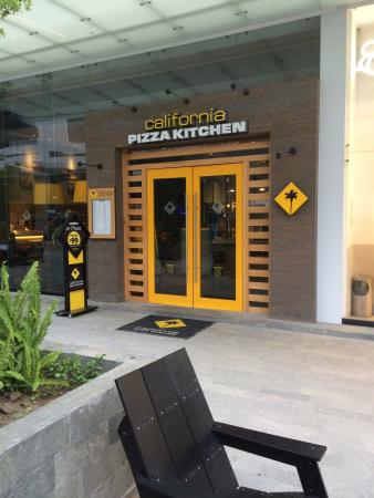 California Pizza Kitchen Monterrey