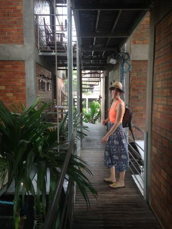Naga Angkor Hostel: This was the second floor just down the hall from our room.
