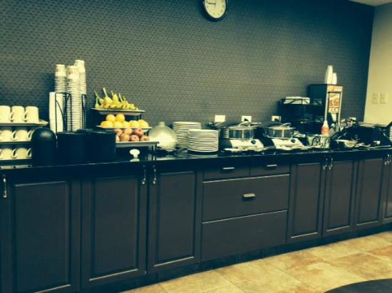 Best Western Airport Inn: Breakfast bar