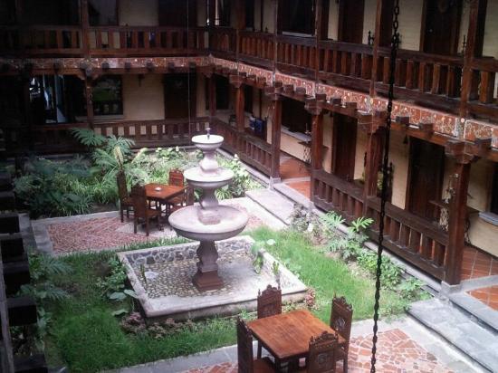 Hosteria y Spa Isla de Banos: Courtyard