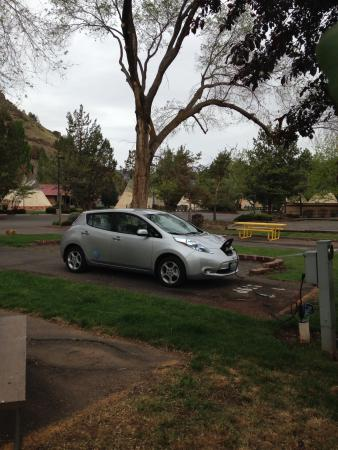 Kah-Nee-Ta Resort & Spa: Charging Electric Vehicle at RV 14-5 Outlet