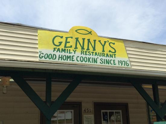 Genny's Restaurant : Sign over the door