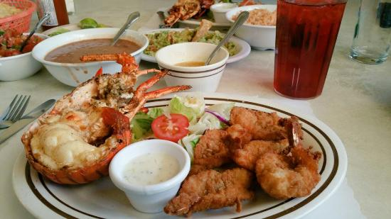 Puerto Nuevo Restaurant: Lobster was the best I ever had period.