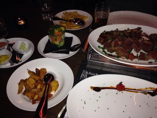 feRUS bar&grill : Tomahawk-Steak mit Beilagen