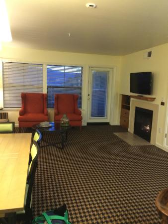Angels Camp, Californien: dining/living room with balcony and barbecue