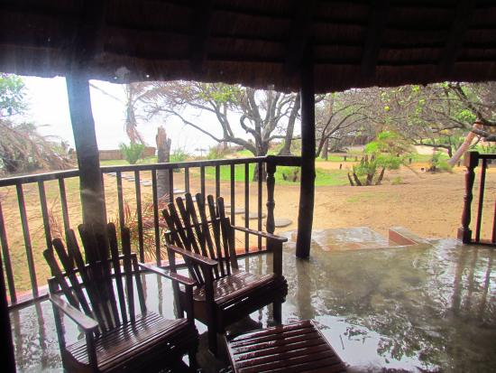 Zongoene Lodge: Villa deck looks out to the river