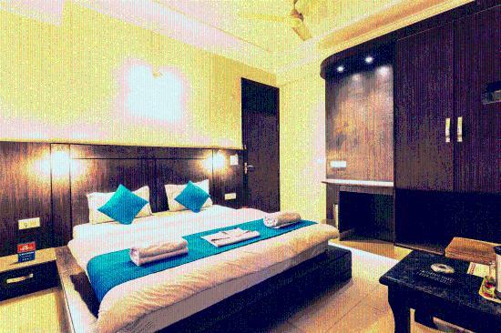 Zo Rooms MI Road