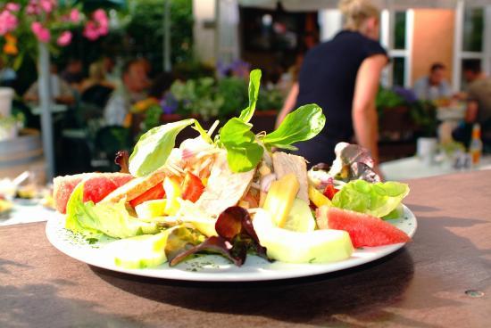 Zum Schultheiss: Salat -  alles frische Produkte