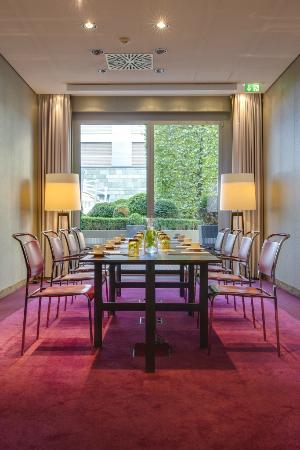 radisson blu media harbour hotel dusseldorf d sseldorf arvostelut sek hintavertailu. Black Bedroom Furniture Sets. Home Design Ideas