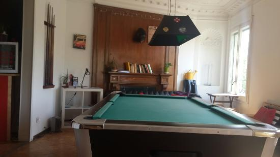 Wow Hostel Barcelona: Sala de estar y pool