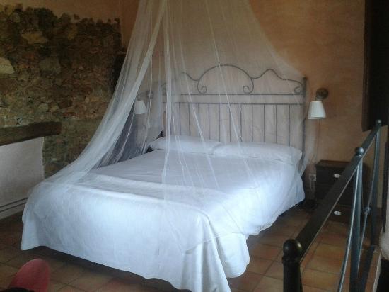 Hotel Castell de Gimenelles: Habitación del Cup de Raig (antiguo lagar)