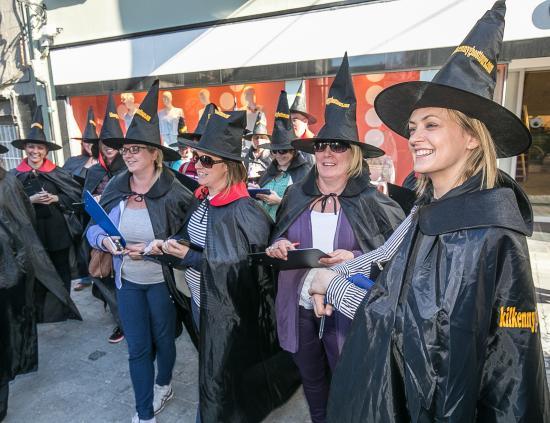 Kilkenny, Irlanda: cavaren of happy witches