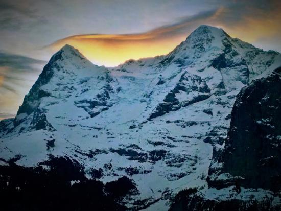 ‪‪Hotel Eiger‬: Morning view from the balcony of Eiger and Mönch‬