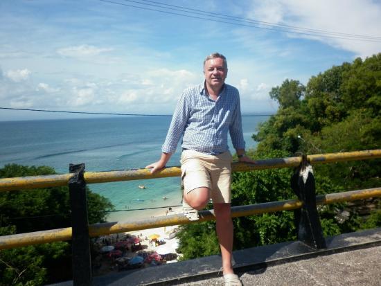Padang Padang Beach: Общий вид на пляж Паданг-Паданг с автодорожного моста